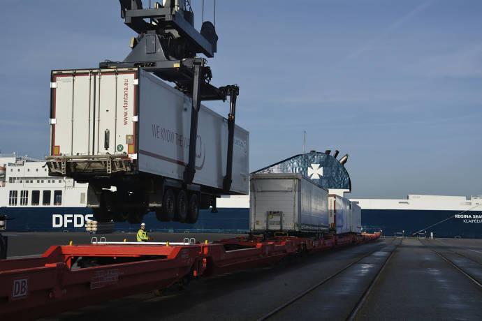 DFDS Rail Cuxhaven Begonia Seaways