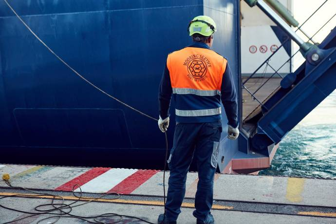 People at work - Ship docking in Trieste