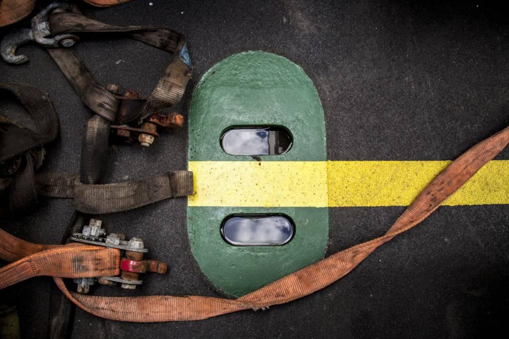 straps on deck