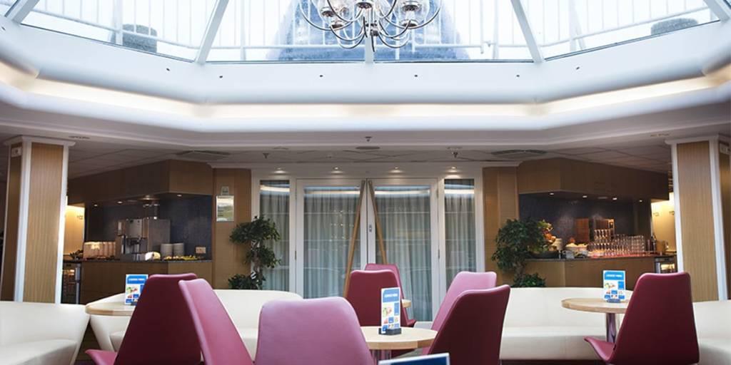 Commodore lounge onboard Copenhagen-Oslo