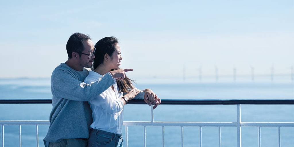 couple-on-deck-cn-21-02-2019