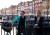 Damer på en bro i Nyhavn