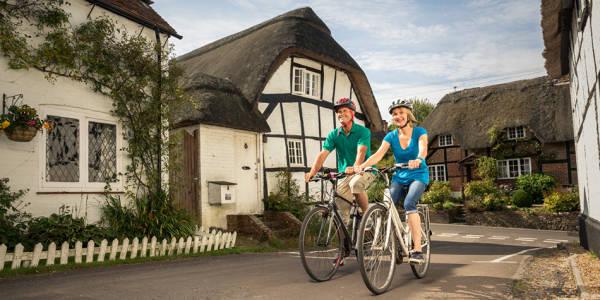Cycling green avenue