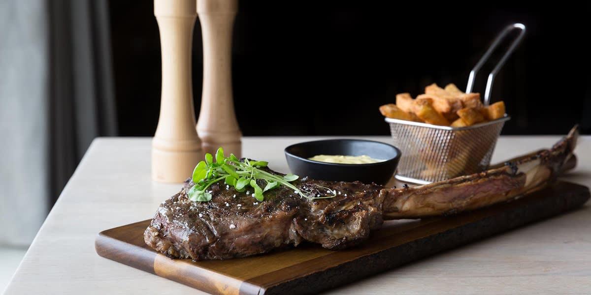 Explorers Steakhouse - T-bone steak