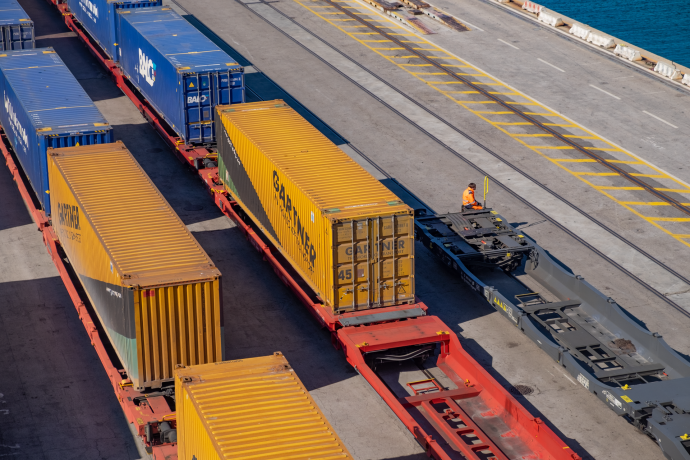 DFDS Containers - Containers on rail