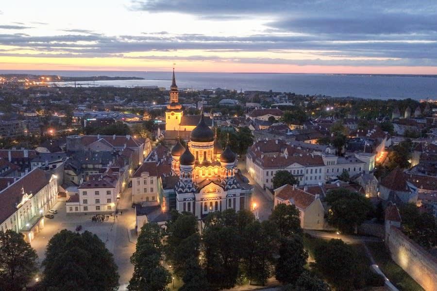 Tallinn bei Nacht co Marten Suhre