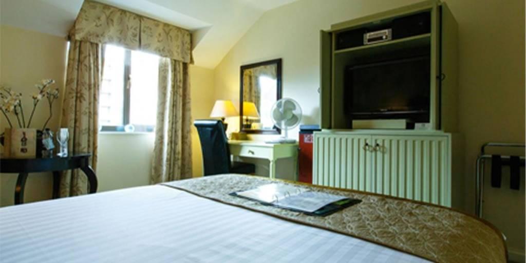 kingston-lodge-room