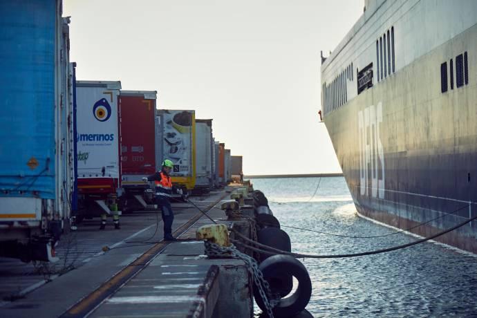 People at work - A man helping at docking
