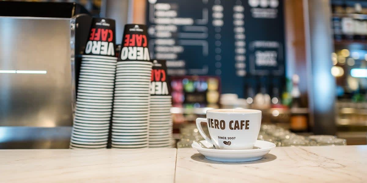 Vero Cafe at Kapitono bar - Athena ferry