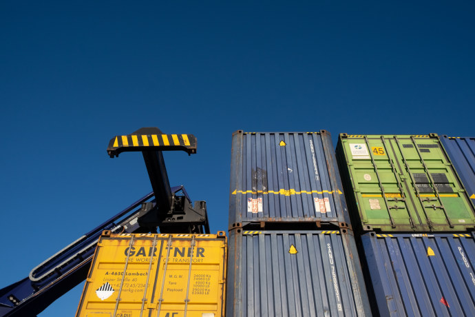 DFDS Containers - Reach stacker and containers