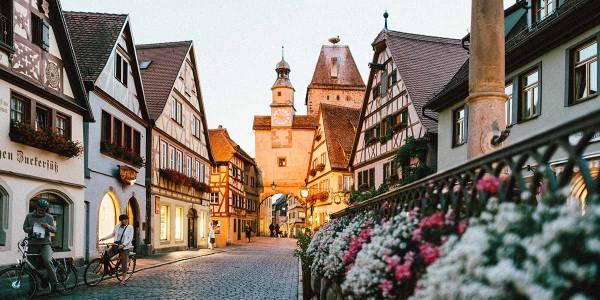 Uliczka w mieście Rothenburg-ob-der-Tauber, Niemcy