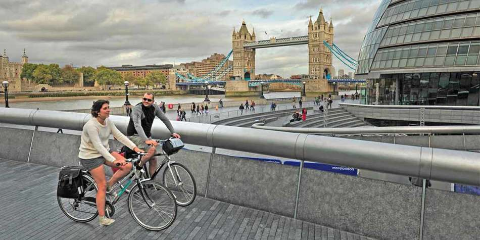 A couple cycling at London Bridge