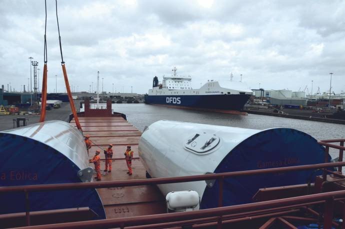 DFDS Special cargo turbine loaded on a vessel