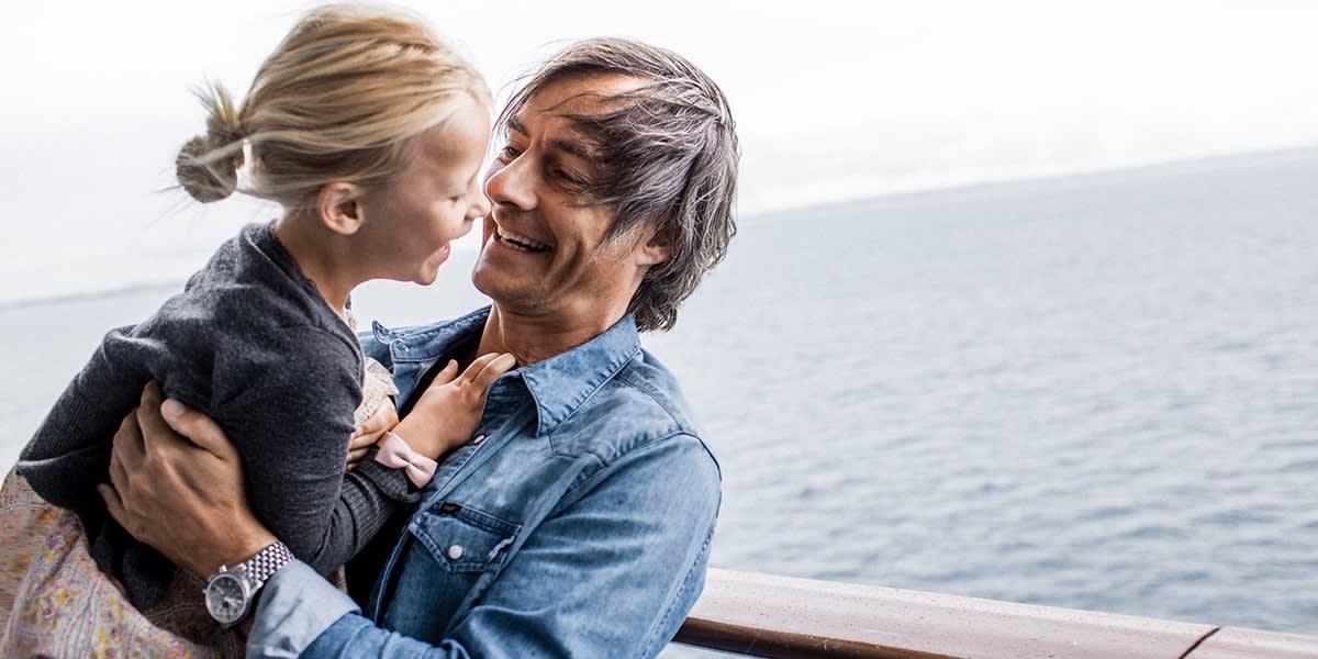 Far og datter på dekk