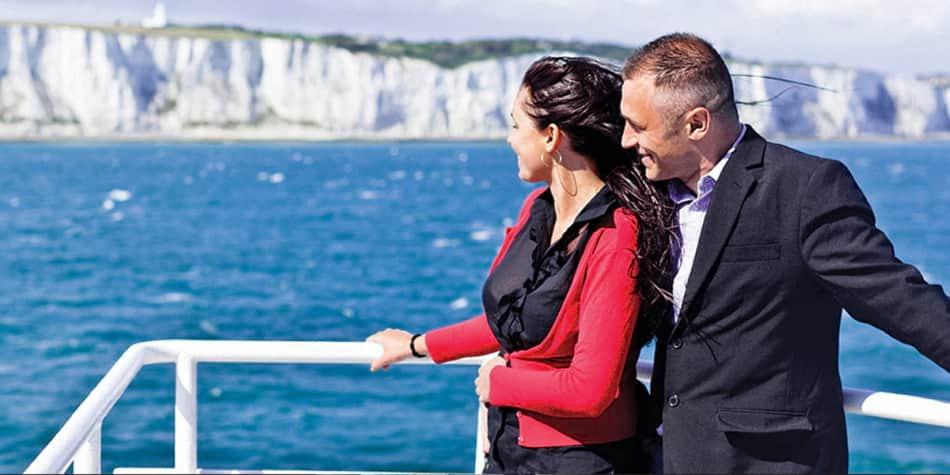 Couple sur le pont à Douvres