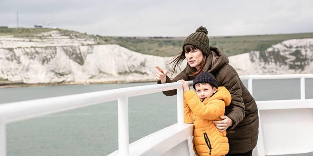 Matka z synem na promie DFDS