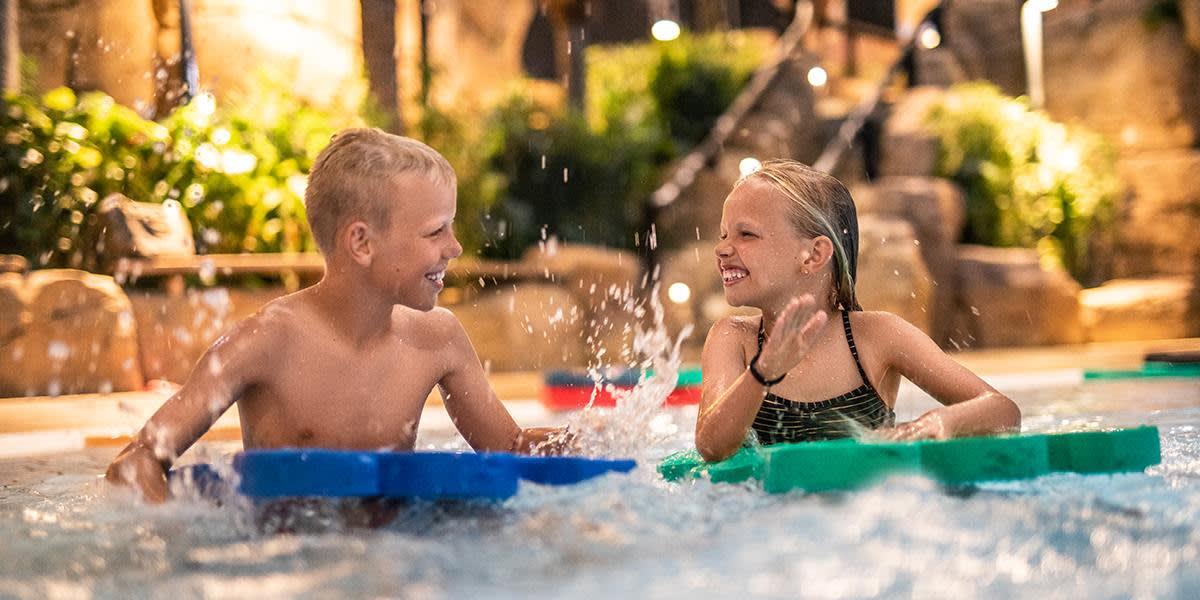 Scandic Reef - kids in svimming pool