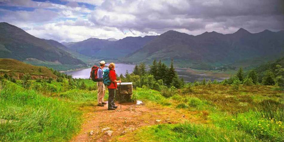 Couple hiking through Great Glen