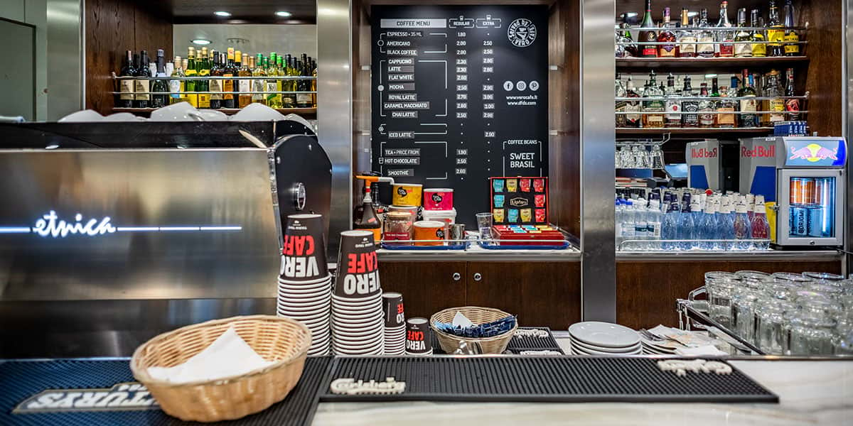 Vero Cafe at Kapitono bar - Regina ferry