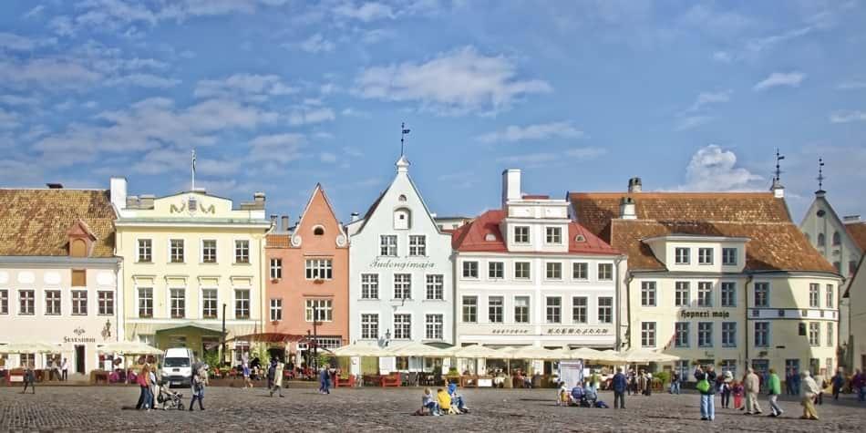 Tallinn Town hall square H2