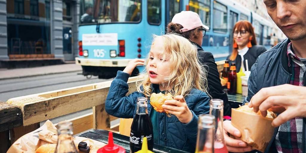 Familj på restaurang i Oslo