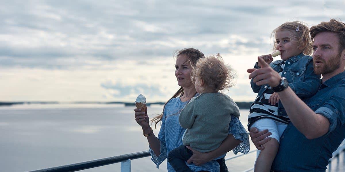 Family on deck klkh