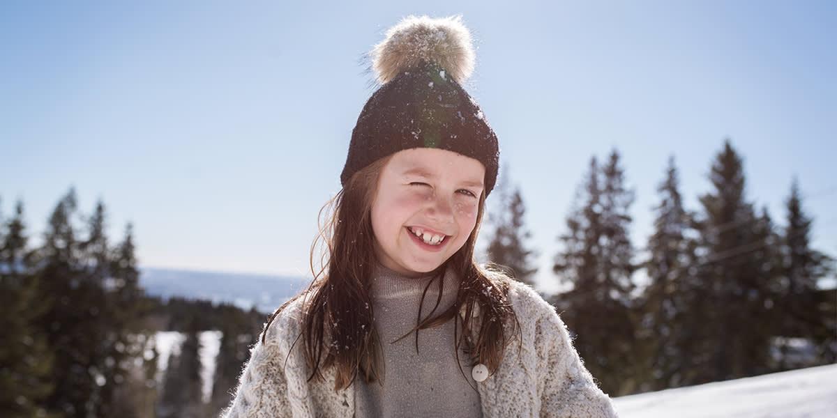 Pige i sneen - vinter i Norge