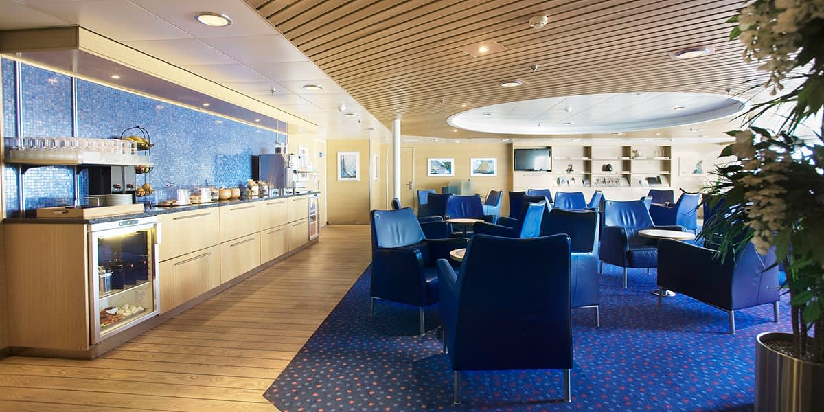De Luxe lounge om bord på Pearl
