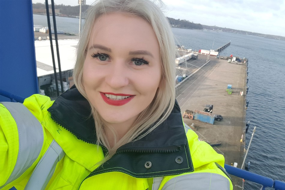 Female DFDS trainee in the port of Kiel