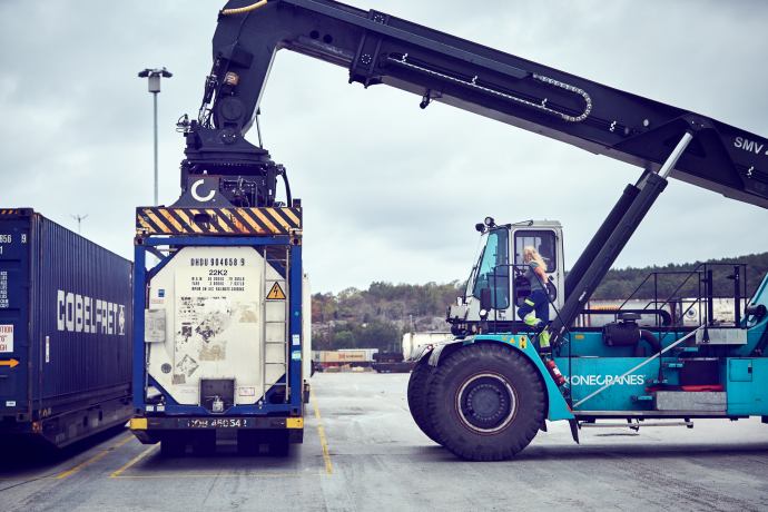 DFDS Equipment - A woman operating a reach stacker