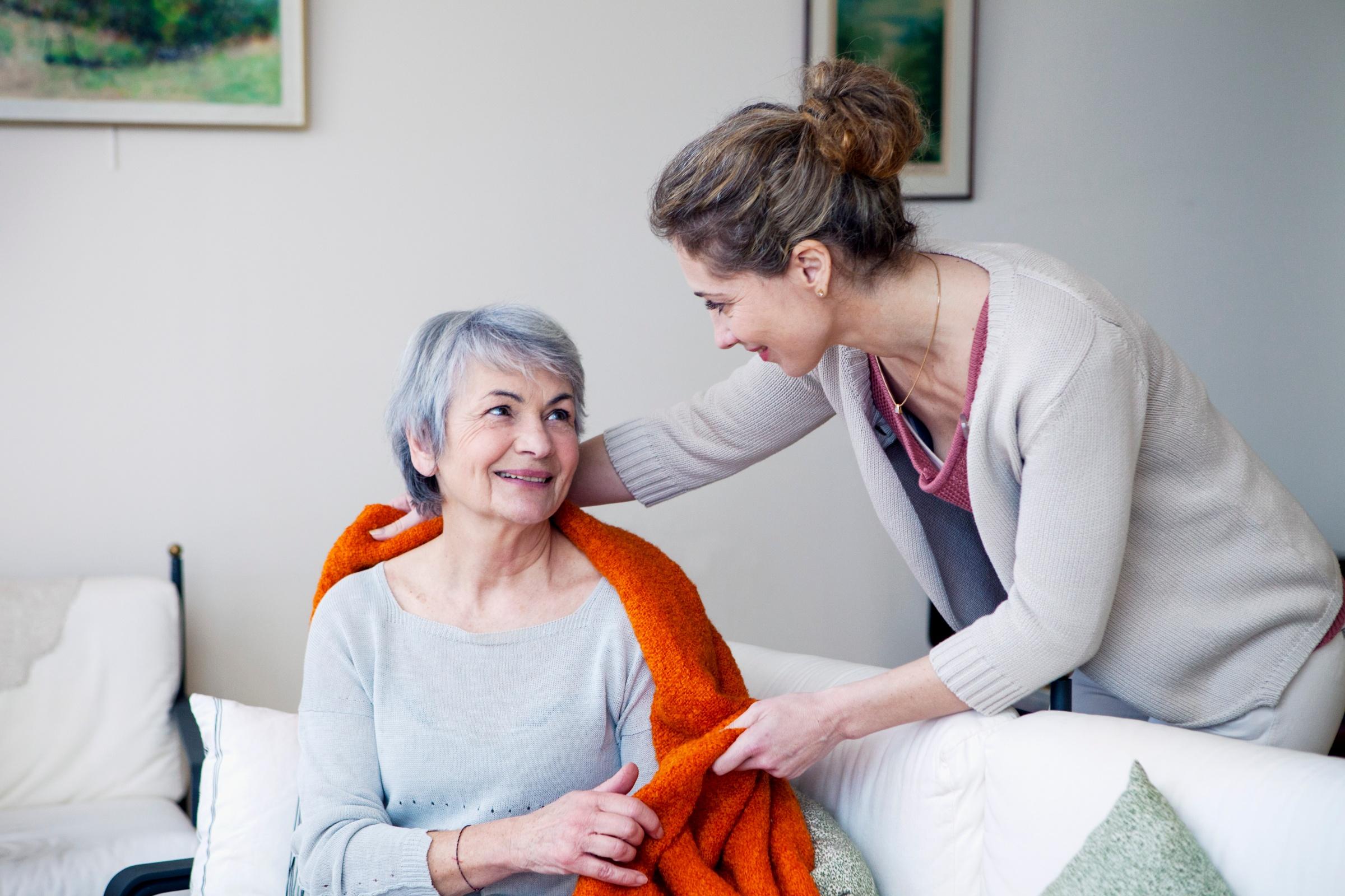 La CRS fournit un soutien précieux aux proches aidants afin de leur permettre d'accompagner aussi longtemps que possible et dans les meilleures conditions celles et ceux qui leur sont chers. (c) CRS, Corbis Dukas