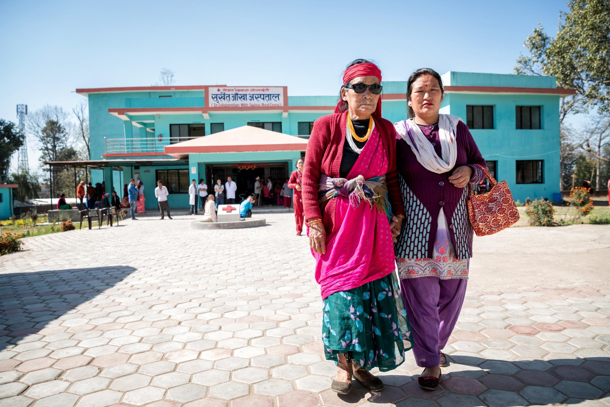 Moti Gharti est une patiente de l'hôpital ophtalmologique contruit par la CRS au Népal Ⓒ Remo Nägeli