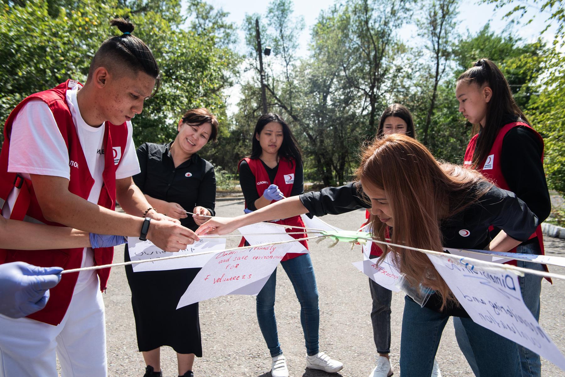 Au service des plus vulnérables – le Croissant-Rouge kirghize et la CRS s'engagent main dans la main.  © Danil Usmanov, CRS, Fairpicture