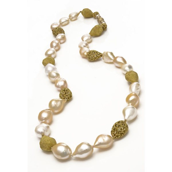 Pearl necklace hr whiteout bg