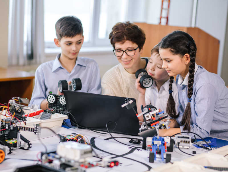 Encourage STEM education to build critical thinking skills