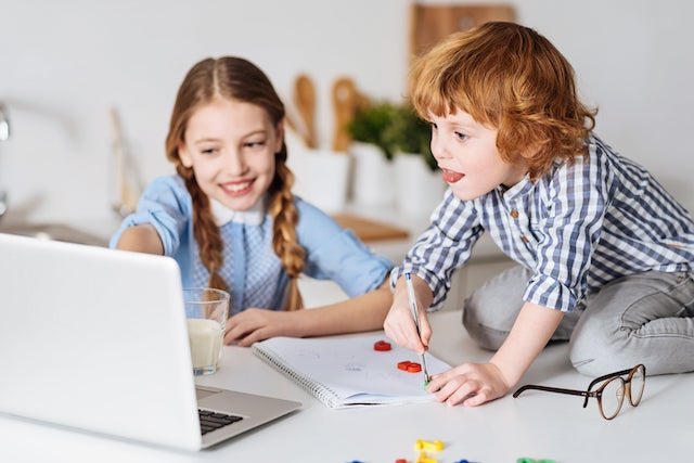 kids playing math games on their computer to learn