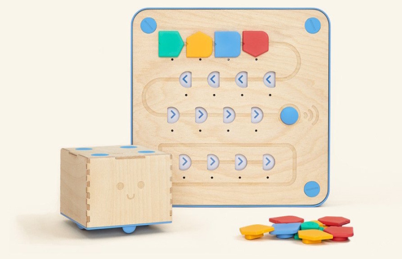 Cubetto, a completely screenless coding toy for kids 6 and under
