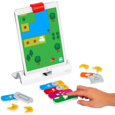 Kids use these magnetic blocks to program Awbie on the iPad![osmo screen.