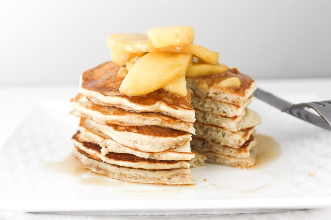 applesauce-pancakes-with-caramel-apple-topping-31