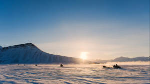 Spitsbergen-wintersafari_Snowmobile-expedition_Explore_Arctic-adventure_Svalbard_Agurtxane-Concellon_Landscape-1920x1080