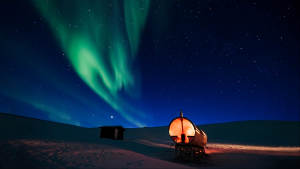 Spitsbergen-wintersafari_Snowmobile-expedition_Northern-lights_Explore_Arctic-adventure_Svalbard_Agurtxane-Concellon_Landscape-1920x1080