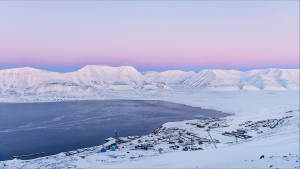 Light-winter_Longyearbyen_Arctic-winter_Northernmost_Adventure_Travel_Svalbard_Longyearbyen_Agurtxane-Concellon