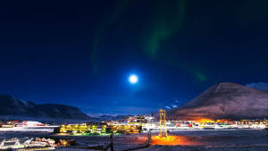 Dark-season_Polar-night_Northern-lights_Longyearbyen_Svalbard_Travel_Sightseeing_Agurtxane-Concellon