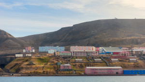 Boattrip-Barentsburg Settlement Excursion Arctic Agurtxane-Concellon Landscape-1920x1080