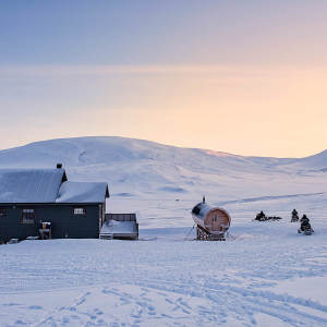 Snowmobile-expedition_Juvahytta_Explore_Adventure_Svalbard_Winter-landscape_Agurtxane-Concellon_Thumbnail-1920x1920