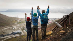 Children Family-vacation Hiking Arctic-playground Svalbard Guro-Skjelderup Landscape-1920x1080
