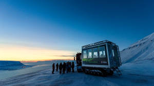 Light-winter_Snowcat_Panorama-Longyearbyen_snowcat_Agurtxane-Concellon