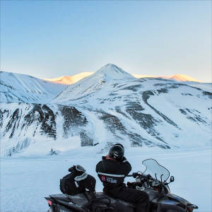 Snowmobile-expedition_Juvahytta_Explore_Adventure_Svalbard_Winter-landscape__Agurtxane-Concellon_Thumbnail-1920x1920