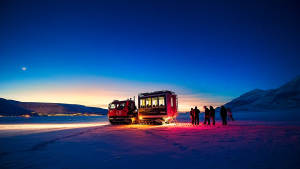 Light-winter_Snowcat_Sunset_Panoramic-view_Agurtxane-Concellon_blue_light