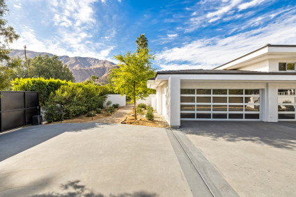 Garage in Palm Springs